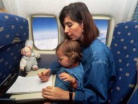 Tips Naik Pesawat Bersama Si Kecil
